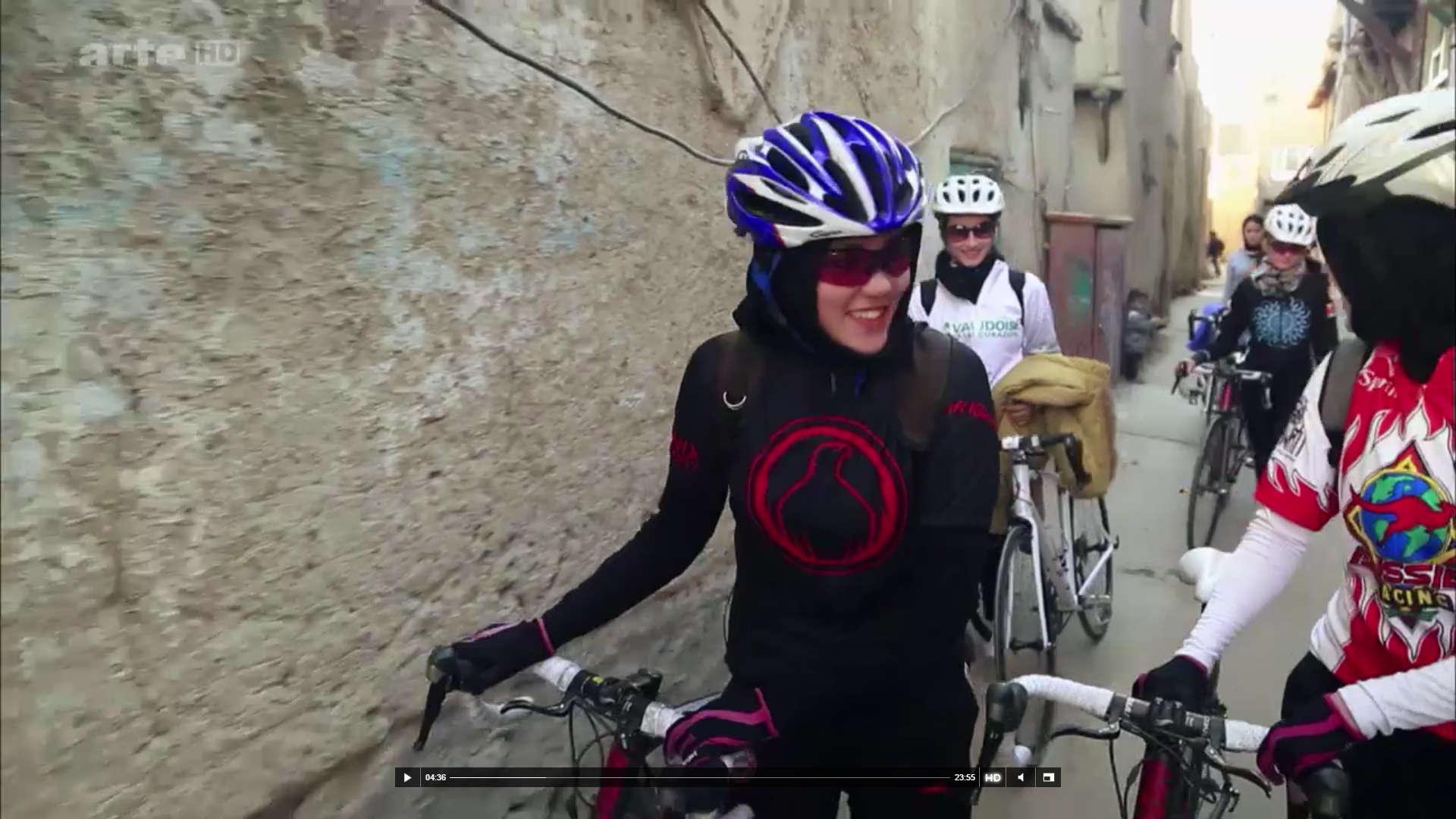 Nochesdebici 4 equipo femenino afgano de ciclismo for Equipos de ciclismo
