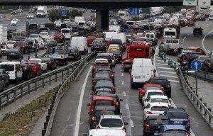 coches lluvia trafico