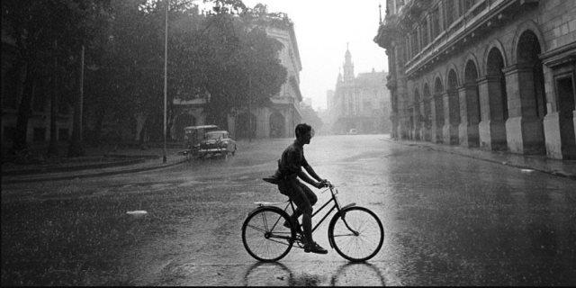 rondado bajo la lluvia