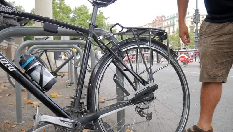 aparcando bicicleta candado trelock