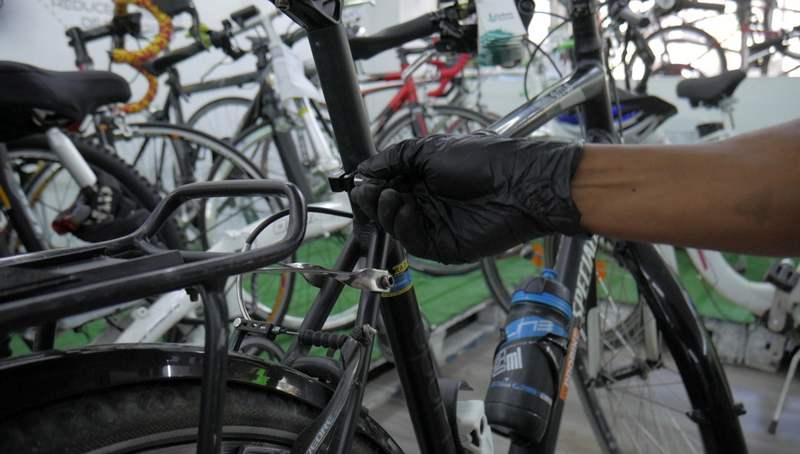 hexlox intentando robar bicicleta