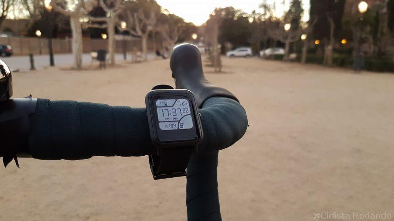 Xiaomi Amazfit Bip con bicicleta y piscina