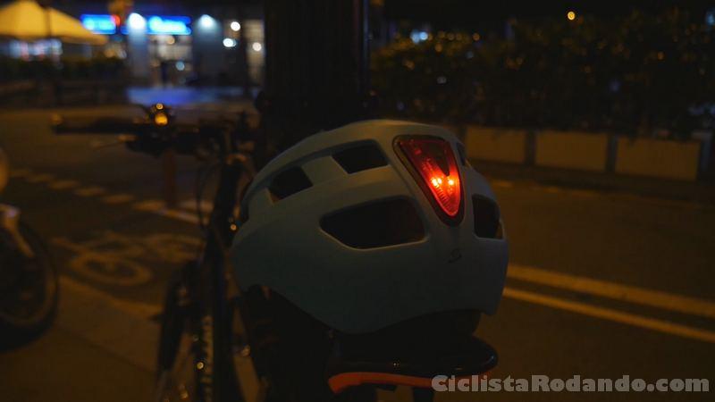 casco luz ciudad integrado spiuk hiri