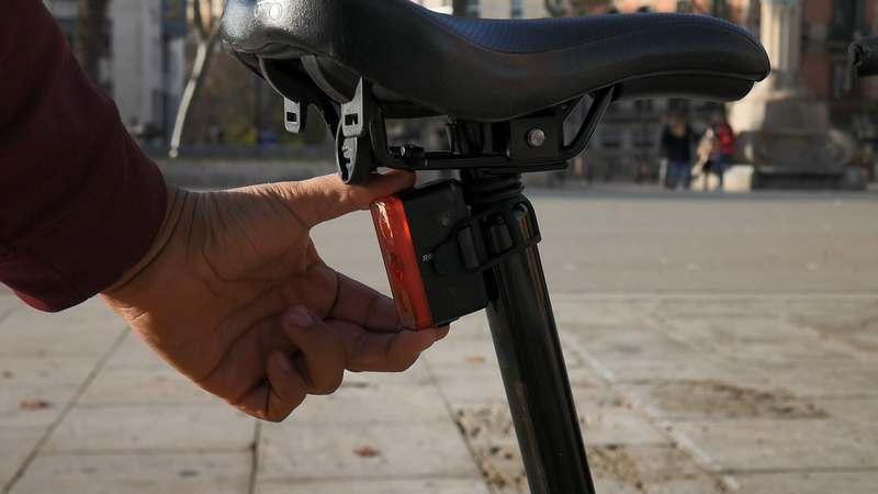 soporte luz bicicleta brompton